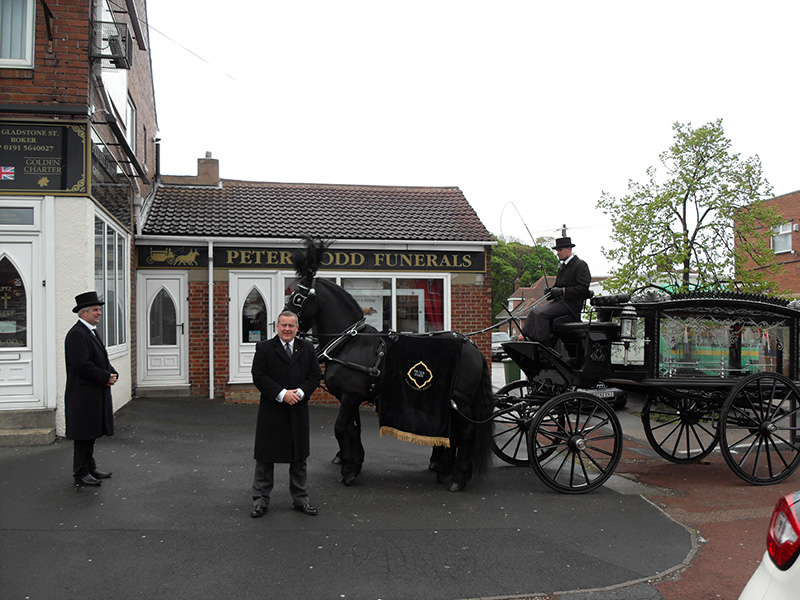 Horse-Drawn-Hearse-2